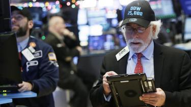 De amerikanske aktiekurser har aldrig været så høje som nu, og opturen er også ved at være rekordlang. Det tweeter præsidenten om hvert andet øjeblik. Fagfolk diskuterer, hvor meget af det, der er hans fortjeneste. Og hvornår festen er forbi, og om en ny krise står for døren