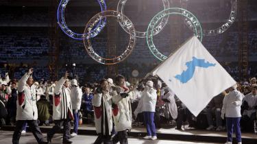 Ved åbningen af vinter-legene i Torino, Italien, i 2006, bar Syd- og Nordkoreas flagbærere et flag med et forenet Korea. Det politiske klima, som omgiver den koeanske halvø, er ikke blevet mindre spændt siden. I dag mødes de to lande mødes til forhandlinger, bl.a. omkring Nordkoreas deltagelse ved det kommende vinter-OL i Sydkoreas hovedstad Seoul