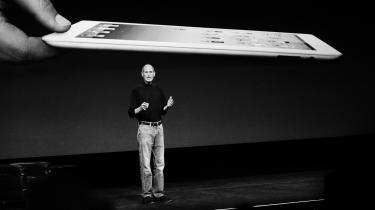 Steve Jobs selv forstod, at sociale medier kan forstyrre menneskers hjerner. Allerede i 2010 fortalte han, at hans børn aldrig havde brugt den nye iPad, fordi 'vi sætter grænser for, hvor meget teknologi vores børn må bruge derhjemme'.