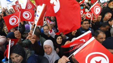 Syv år efter at Det Arabiske Forår ramte Tunesien, er demokrati kommet til landet. Men økonomien halter stadig bagefter. Derfor går tuneserne på gaden igen