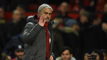 Det går ellers meget godt. Manchester United er nummer to i Premier League og får pænt med point for deres kampe. Men træneren i Manchester City bliver ved at volde Mourinho problemer.