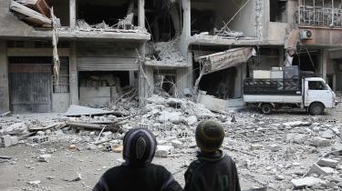 'I de kommende dage vil jeg udrense Afrin for terrorister,' sagde Erdogan søndag ved en tale i byen Tokat med reference til YPG-bevægelsen, USA's kurdiske allierede i Syrien i kampen mod Islamisk Stat. Dette billede er taget i byen 18. januar efter et missilangreb i byen.