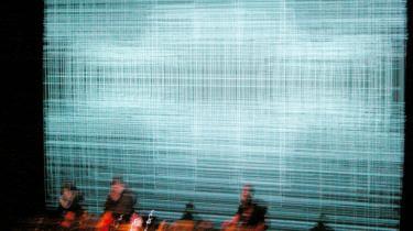 Tre pionerer inden for elektronisk musik, Alva Noto, Ryoji Ikeda og Mika Vainio, har en enkelt gang slået deres evner sammen. Det skete ved en koncert i Newcastle, der nu endelig er blevet dokumenteret. Det er en stor kunstnerisk egoopløsning – og samtidig en sørgemarch for den afdøde, finske tredjedel, Mika Vainio