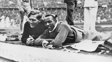 Hitlers 'ariske' favorit, den tyske længdespringer Luz Long havde både sportsånd og civilcourage nok til at blive venner med sin afroamerikanske konkurrent Jesse Owens under legene i Berlin.