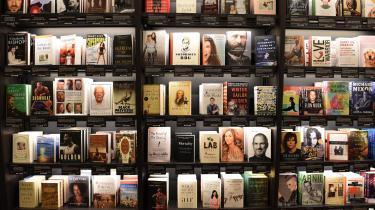 Måske er det ikke så sært, at mange i dag simpelthen ikke gider at åbne en bog. Måske bliver man i det lange løb træt af at læse noget, der er skrevet til præcis ens egen sociale, demografiske, uddannelsesmæssige og seksuelle profil?
