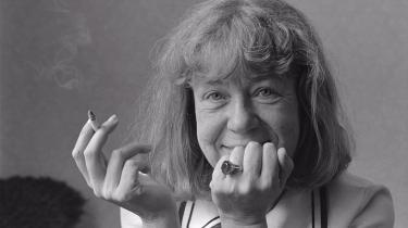 Med genopdagelsen af Tove Ditlevsen er også fulgt anerkendelsen af, at hun var en stor digter, hvis lyrik er fuldt på højde med hendes samtidige 'modernisters', og Olga Ravn har valgt gode digte.