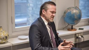 I et åbent brev kritiserer seks danske ngo'er regeringen for manglende åbenhed om baggrunden for, at Danmark afbryder støtten til en række civilsamfundsorganisationer i Palæstina. 'Vi må have slået fast, om det er Israel eller Danmarks regering, der fører dansk udenrigspolitik,' siger Tim Whyte fra Mellemfolkeligt Samvirke