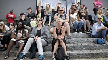Førtidspensionsreformen har været præget af store problemer og ført til hård kritik fra en lang række enkeltpersoner og især nye borgergrupper som f.eks. Næstehjælperne, Liv over lov og Jobcentrenes Ofre. På billedet har Jobcenterets Ofre kaldt til demonstration foran jobcenteret på Lærkevej i København NV.