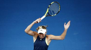 Caroline Wozniackis største kamp, sejren i Australian Open, opsummerede på en måde hele hendes karriere, og var en centimeter fra aldrig at finde sted. Anders Haahr Rasmussen, der har fulgt Wozniackis karriere og skrevet en bog om Danmarks første Grand Slam-singlevinder, om kampen hvor hun gik all-in