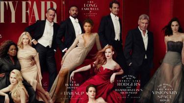 Siden 1995 har Vanity Fair årligt lavet et Hollywood Issue, hvor tidens stjerner bliver præsenteret i glamourøs indpakning. Men inden årets billede af 12 kendisser blev offentliggjort denne uge, havde der været travlt med billedredigeringen: En af gæsternetil festen, skuespilleren James Franco, blev nemlig sendt digitalt ud af det gode selskab, efter at en række kvinder har beskyldt ham for at udnytte dem seksuelt