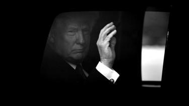 Valget af Trump og hans måde at være præsident på har fået en række hvide, intellektuelle til at skrive bøger om med alarmerende budskaber om det liberale demokratis endeligt. Men det er er skudt langt over målet, lyder det fra politolog Cas Mudde