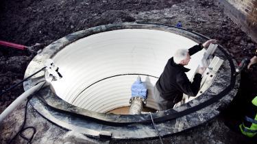 Vandkvalitetskontrol. En prøvetager fra Københavns Energi er på sin rute i det sydvestlige Sjælland og tager drikkevandsprøver fra ledningsnettet, vandværker og ved boringerne.