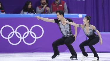 De nordkoreanske kunstskøjteløbereRyom Tae Ok and Kim Ju Sik på isen onsdag den 14. februar.