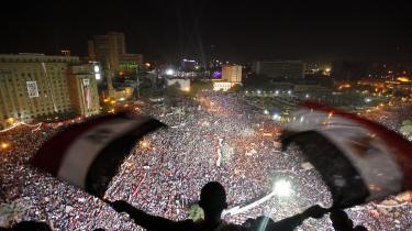 Demonstrationerne på Tahrir-pladsen i 2013 førte til præsident Morsis fald. Morsi blev efterfølgende afsat af den nuværende præsident al-Sisi, der siden magtovertagelsen har holdt landet i et jerngreb. Men ifølge ekspert eksisterer grobunden for et nyt oprør fortsat blandt Egyptens borgere.