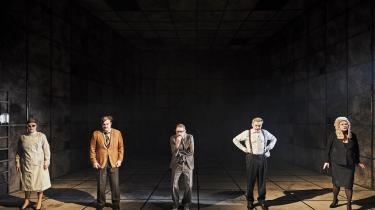 Kendte ansigter på scenen, men nok ldt for lidt identikation alligevel. Gogols 'Revisoren' på Nørrebro Teater kommer aldrig rigtig til at virke som om, den handler om os.