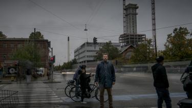 Der er noget befriende ved at se politisk fremtidslitteratur, der vedkender sig at være fiktion, som for eksempel Kaspar Colling Nielsens science fiction-romaner Den danske borgerkrig 2018-2024 og Det europæiske forår, skriver kronikøren.