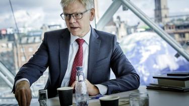 Dansk Industris direktør, Karsten Dybvad, advarer da også om, at overophedning og en faretruende mangel på arbejdskraft vil skade dansk økonomi og det opsving, der er i gang.