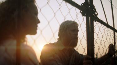 DR1's 'Liberty', med blandt andre Connie Nielsen og Carsten Bjørnlund på rollelisten, virker som et mere interessant søndagsdrama end TV 2's klichefyldte 'Greyzone'.