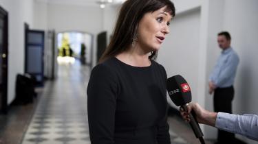 Søndag aften inviteredeSophie Løhdede statslige ansattes chefforhandler, Flemming Vinther, tilbage til det forhandlingsbord i Finansministeriet, hvor forhandlingerne om 180.000 statsansattes løn og arbejdsvilkår fredag strandede.
