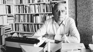 Michel Foucault er nok den franske filosof, som har haft størst indflydelse på tænkningen ved de humanvidenskabelige fagde seneste 50 år. Men netop nu, 34 år efter hans død, er der dukket nyt materiale op af arkiverne, som afgørende belyser hans kritiske projekt.