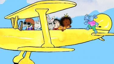 Cirkeline og hendes gamle og nye venner på vej mod Afrika i bedstefars flyvemaskine i 'Cirkeline, Coco og det vilde næsehorn'. Det er selvfølgelig Oswald, der laver ballade på flyvemaskinens haleror.
