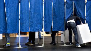 Hvis stemmeret forudsætter økonomisk ansvarlighed, giver det ikke mening at begrænse stemmefratagelsen til umyndiggjorte borgere med handicap, mens et stort antal danskere, hvis økonomiske ansvarsløshed er bredt kendt, har lov til at stemme