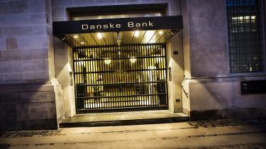 Ved en alarmerende rapport fra en whistleblower i Estland blev Danske Banks danske direktion allerede i december 2013 bekendt med, at en række selskaber, der havde konti i banken, foretog »suspekte betalinger«, og at den fordægtige ejerkreds omfattede Putin-familien – i skikkelse af Vladimirs fætter Igor – og den russiske efterretningstjeneste, FSB.