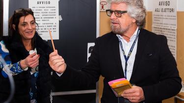 Komikeren Beppe Grillos systemkritiske Femstjernebevægelse blev det absolut største parti ved valget med omtrent 32 pct. af stemmerne. Det er en forbedring på 7 procentpoint i forhold til det sidste valg i 2013.