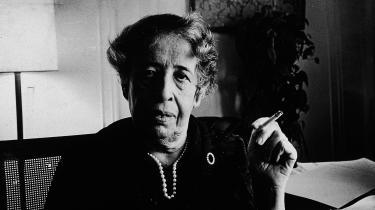 Forfatterne driller og nedskriver det mirakuløse hos Arendt, og der fanger de hende lige på kornet i hendes højtidelighed.