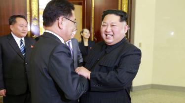 Risikoen for endnu en diplomatisk fiasko er værd at løbe. »Forhåbentligt er det positivt. Forhåbentligt vil det føre til et positivt resultat,« lød det fra Donald Trump efter nyheden om et veloverstået møde mellem Nord- og Sydkorea blev offentliggjort tirsdag.
