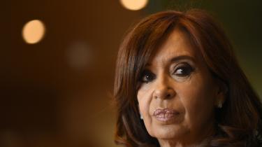 Christina De Kirchner nægter alle anklager om grov fortielse ogmagtmisbrug.