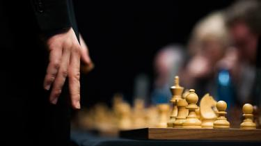 Verdens stærkeste skakspillere dyster fra i dag i et ombygget kølehus i Berlin om retten til at møde Magnus Carlsen i en VM-match. Skakjournalist Peter Dürrfeld beskriver feltet, der blandt andet består af en sympatisk armenier, Putins 'omvendte ukrainer' og en hamrende farlig mand fra Aserbajdsjan