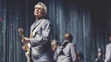 På David Byrnes nye soloalbum ser vi i momenter den kunstner, som var med til at skabe det banebrydende orkester Talking Heads. Men flere steder på albummet prøver den aldrende original lidt for hårdt på at leve op til sit eget skæve selv