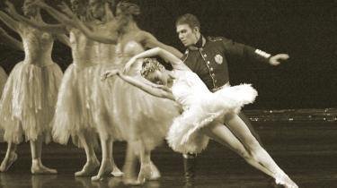 Opsætning af Svanesøen påBolsjojteatret i Moskva i 2003.