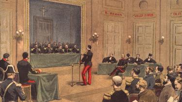 Da det franske myndigheder i 1894 blev overbevist om, at de stod over for en sag om læk af militærhemmeligheder, blev kaptajn Alfred Dreyfus – alene qua sin jødiske oprindelse – det bedste bud på en forræder.