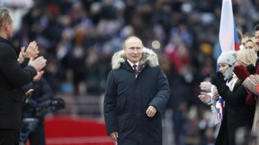Der er ingen tvivl om, at Putin fortsat er folkets foretrukne, og han ville utvivlsomt kunne vinde et fuldstændigt frit og fair valg. Men han tør ikke lade valgetvære op til folket