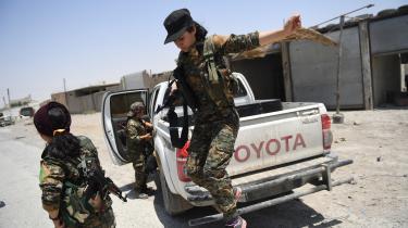 Kvindelige kurtiske partisaner var med til at bekæmpe krigerne fra Islamisk Stat. At lade Rojavas kurdere i stikken nu vil være en skammelig forbrydelse, som eftertiden ikke vil se nådigt på, mener dagens klummeskribent.