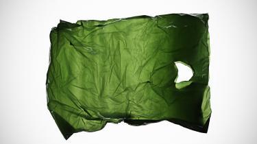 Kan det virkelig passe, »at plastbæreposer er det mest miljøvenlige valg«, som Miljøstyrelsen medlte ud i sidste uge? Nej, siger flere forskere, der efter den opsigtsvækkende pressemeddelelse har kritiseret den bagvedliggende rapports konklusioner og metoder.
