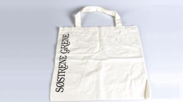 En ny rapport er blevet brugt til at konkludere, at plastposen er et klart mere miljørigtigt valg frem for stofposen af bomuld. Men kigger man nærmere i rapporten kan dette faktisk ikke konkluderes. Rapporten måler på 15 forskellige parametre, og på de fleste bliver stofposen hurtigt bedre for miljøet end plastposen