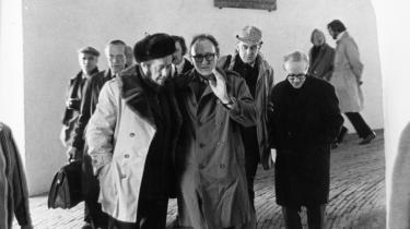 I februar 1974 besteg den kontroversielle russiske forfatter Aleksandr Solsjenitsyn Rundetårn guidet af de danske forfatteres formand Hans Jørgen Lembourn og frue. Billedet af den tidligere lejrfange bag gitteret øverst oppe – som er til for at beskytte de besøgende i modsætning til de gitre, den gamle fange kendte alt for godt – gik verden over
