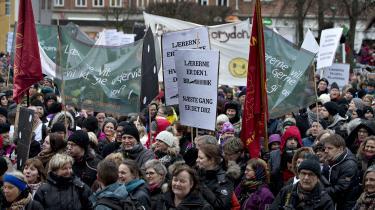 En række nordjyske organisationer havde onsdag indkaldt til demonstration på Gammel Torv i Aalborgs midtby. 100.000 børn kan stå uden undervisning og pasning fra 4. april, hvis der ikke kommer løsning inden. Lærerne har ikke været solidariske med lavtlønsgrupperne eller med pædagogerne, som lærerne helst ser ude af skolerne – i hvert fald fra undervisningen, skriver dagens kronikør.