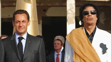 Beskyldningerne for at tage imod de libyske millioner har verseret i årevis, men Sarkozy og hans støtter på den franske højrefløj har konsekvent og kategorisk afvist dem som politisk motiveret forfølgelse. Her ses Gaddafi ogSarkozy iTripoli,Libyen i 2007.