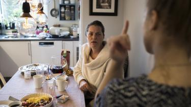 Tingbjerg-beboeren Anja Brinch mener, at boligselskabet har hemmeligholdt oplysningerne om asbesten for at gøre renoveringsprocessen mindre besværlig for selskabet. I dag har hun svært ved at acceptere, at beboerne uvidende blev udsat for asbest.