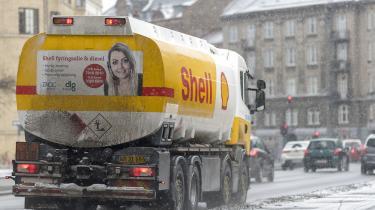 Hvis ikke Shell indenfor otte uger lover, at de vil nedbringe deres CO2-udslip til nul i 2050, vil miljøorganisationen Friends of The Earth Holland anlægge en potentielt banebrydende retssag om, at Shell ulovligt handler mod bedre vidende