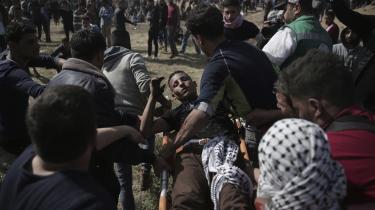 At flere palæstinensere bliver dræbt og såret under protesterne, synes ikke at afskrække folk fra at møde op langs grænsen mellem Gaza og Israel.