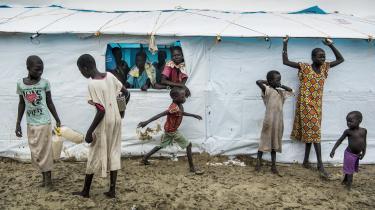 Vi må gøre mere for at løse de konflikter, der holder folk i fattigdom, skriver dagens kronikør. Her er en flygtningelejr i Sydsudan, som huser internt fordrevne