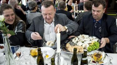 Lars Løkke har anført, at LøkkeFonden hører under hans privatliv, og at han har overladt formandsposten til sin hustru Sólrun. Ikke desto mindre optrådte Løkke i prominent nærhed af sin hustru, da hun den 21. januar i år på et 'torskegilde' i Thyborøn modtog et beløb på 372.829 kr., indsamlet med klækkelige bidrag fra kvotekonger