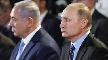 De før så hjertelige forbindelser mellem Netanyahu og Putin sættes på prøve. Israels lynangreb søndag på en af Assads flybaser i Syrien skete ikke med russisk velsignelse, men israelerne har tabt tilliden til, at Moskva kan inddæmme den iranske indflydelse i regionen