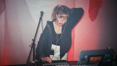 Den 27-årige Yana Kedrina er enekvinde bag projektet Kedr Livanskiy, der debuterede i 2016 på det amerikanske pladeselskab 2MR med ep'en 'January Sun'.