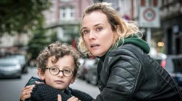 Med en fremragende Diane Kruger i front får Fatih Akins Golden Globe-vindende 'Ud af intet' skabt en næsten ubærligt hjerteskærende fortælling om forløbet efter en terrorbombe i Hamborg – og om den farlige hævntørst, når ulykkelige mennesker ikke har noget at miste
